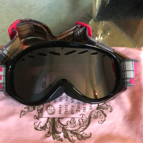 Juicy Couture Accessories - Ski goggles